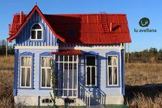 RETABLO Casa Azul, General Lagos 1470, Valdivia medidas:70cm ancho x 56cm de alto con 20cm profundidad. autor: David Dorado  Vivienda construida a principios del siglo XX. El inmueble consta ...