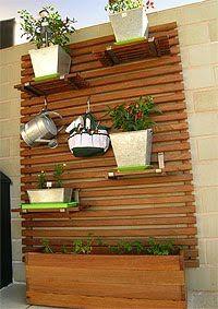 O jardim vertical é uma ótima solução para quem dispõe de  pouco espaço em casa, seja numa varanda seja num pequeno quintal e até mesmo para...