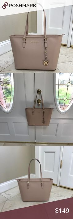 06f5fcd95210 NWT Michael Kors Jet Set Carryall Md Tote Beige Michael Kors Jet Set Travel  Carryall Top