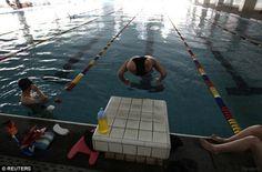 """Qian Hongyan, """"Basketball Girl"""": la bambina con una palla al posto delle gambe è ora una nuotatrice professionista (FOTO)"""