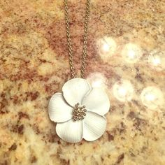Necklace Super cute short necklace with big white flower. Only worn once Jewelry Necklaces