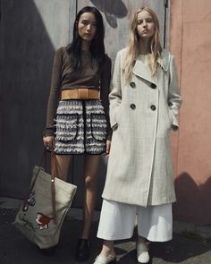 See by Chloé Resort 2017 Fashion Show Wow, what do you know--a Chloe-related line actually booked a model of colour. This design house is notorious for having campaigns seriously lacking in diversity--just look at their lookbook from last year: http://www.theclosetfeminist.ca/whiteness-resort-2016/ http://www.vogue.com/fashion-shows/resort-2017/see-by-chloe/slideshow/collection#5