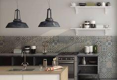 Klinker Heritage Grey är en vackert mönstrad golvplatta i beige, grå och vita färgtoner, från spanska Gayafores.