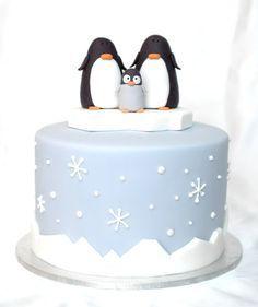 the cupcake gallery - christmas - christmas cake - penguin family (Christmas Bake Cupcakes) Christmas Themed Cake, Christmas Cake Designs, Christmas Cake Decorations, Christmas Cupcakes, Christmas Treats, Christmas Christmas, Simple Christmas, Christmas Wedding, Fondant Christmas Cake