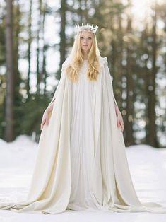 La majestuosidad de una capa abrigo …Al fin y al cabo se trata de ser la reina, con nieve o sin ella. ELFENKLEID