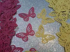 Cada pacote contém 50 borboletas vazadas: tamanho : 4cm cores disponiveis: Rosa, verde, marrom, azul, lilas, roxo, laranja, preto, vermelho, pink, amarelo e branco Podem ser usadas em convites- enfeites de lembrancinhas - doce de colher - copinho - marcadores de texto- Lindas! R$ 10,00