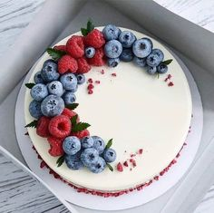 The tempting fruit cake of the blueberry season, good-looking and delicious everyone likes to eat! - Page 42 of 52 - zzzzllee Sweet Recipes, Cake Recipes, Dessert Recipes, Delicious Desserts, Yummy Food, Pretty Cakes, Let Them Eat Cake, Yummy Cakes, Cake Designs