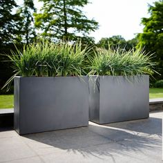 Technical characteristics: Material: Polyethylene Dimensions: Length: 80 cm Width: 30 cm Height: 59 cm Capacity: 36 liters Base sur … - All About Outdoor Plants, Outdoor Gardens, Outdoor Decor, Landscaping Plants, Back Gardens, Garden Planters, Garden Inspiration, Landscape, Images