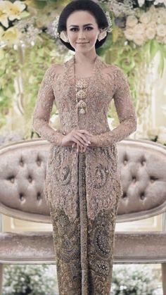 Model Kebaya Brokat Modern, Model Kebaya Muslim, Kebaya Modern Dress, Kebaya Dress, Indonesian Kebaya, Indonesian Wedding, Kebaya Wedding, Batik Fashion, Batik Dress