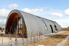 having a quonset hut house is a dope. check our ✅ ready for sale quonset house sample ✅ quonset home kit ✅ quonset interior ✅ quonset greenhouse Essex Homes, Uk Homes, Metal Building Homes, Building A House, Green Building, Arch Building, Hut House, Tiny House, Quonset Hut Homes