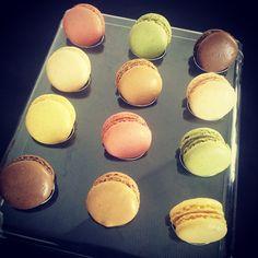 Quelle couleur vous choisissez ? #macarons #citron #cafe #vanille #chocolat #framboise #pistache #yum #macaron #patisserie