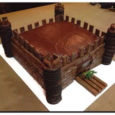 chocolate Castle cake for Knights and Dragon party. Knight Cake, Knight Party, Castle Birthday Cakes, Castle Party, Dragon Birthday Parties, Dragon Party, Deco Cupcake, Cupcake Cakes, Party Cupcakes