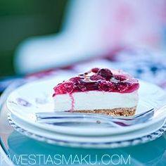Sernik na zimno  Najlepszy i najszybszy sernik z serka mascarpone, na kruchym spodzie z herbatników, z galaretką z owoców leśnych i z malinami.