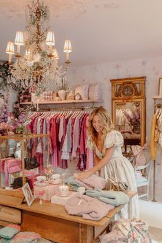 Clothing Boutique Interior, Clothing Store Design, Boutique Interior Design, Boutique Decor, A Boutique, Fashion Store Design, Vintage Boutique, Ladies Boutique, Fancy Store