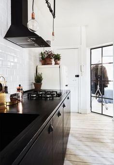 Direkte indgang til køkkenet og stuen