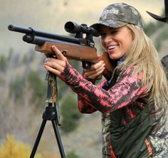 this girl rocks! I love that she loves hunting with her dad. Bow Hunting Women, Hunting Girls, Fishing Girls, Girls Rules, Hunting Season, Flannels, Outdoor Woman, Horse Girl, Girls Be Like