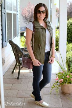 26 Days of Fall Outfit Ideas: utility vest + grey tee + skinny jeans