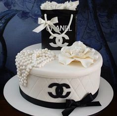 White Chanel cake , black Chanel bag cake