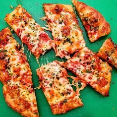 Made with light, crisp-on-the-bottom grandma pizza dough, lasagna pizza has a layer of ricotta filling not to be missed. Ricotta Pizza, Pesto Pizza, Flatbread Pizza, Freeze Pizza Dough, Easy Pizza Dough, New York Style Pizza Dough Recipe, Grandma Pie, Pancetta Pasta, Best Homemade Pizza
