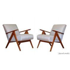 Fotele vintage (lata 70-te). Siedzisko, pasy, gąbki i elementy wewnętrzne zostały wymienione. Drewno odnowione, lekko przyciemnione i polakieowane. Tapicerka z pięknego bardzo wytrzymałego materiału. Bardzo wygodne i stabilne. Konstrukcja z drewna jesionowego. #armchair #vintage #furniture #design #fotele #midecenturymodern #interiordesign #furnituredesign