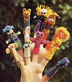 Awesome vintage finger puppets. Glove Puppets, Felt Puppets, Felt Finger Puppets, Hand Puppets, Felt Crafts, Diy And Crafts, Crafts For Kids, Felt Pincushions, Zipper Crafts