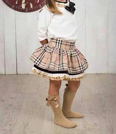 Conjunto falda vuelo Little Girl Skirts, Little Girl Outfits, Little Girl Fashion, Little Girl Dresses, Toddler Fashion, Kids Outfits, Kids Fashion, Girls Dresses, Cute Skirts