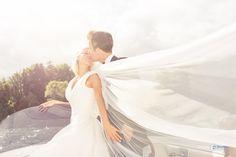 Beispielbild Wedding Dresses, Fashion, Newlyweds, Wedding Photography, Pretty Pictures, Nice Asses, Sun, Bride Dresses, Moda