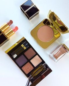 #motd #tomfordbeauty Bronzer Gold dust, palette Cognac Sable, lipsticks Warm Sable and Misbehaved, nail polish Incandescent