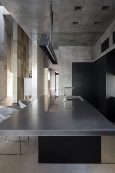 Fluid spaces and concrete patterns define a house in Shiga - Domus Rustic Home Interiors, Shop Interiors, Modern Interior Design, Interior Architecture, Küchen Design, House Design, Southern Style Homes, Cottage Kitchens, Minimalist Kitchen