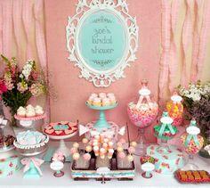 Mesas de doces para festa infantil 18 - no lugar do espelho o relógio