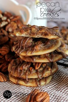 2 Easy Homemade Caramel Popcorn Recipes Pecan Pie Cookies These Have A Deliciously Sweet, Caramel-Y, Nutty Filling With A Flaky Pastry Easy To Make, Easier To Eat Pecan Recipes, Pie Recipes, Sweet Recipes, Cookie Recipes, Popcorn Recipes, Cookie Ideas, Baking Recipes, Köstliche Desserts, Delicious Desserts