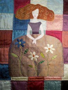 Esta menina está ealizada con telas de seda casi en su totalidad, en la cara y los brazos he utilizado tela de algodón . Los bordados ...