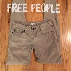 """Free People Grey Corduroy Pants - Sz 25 - R$168 Excellent used condition Free People corduroy skinny light grey jeans. Super soft & comfy! Material: 98% cotton, 2% spandex. Measurements: 14"""" waist, 30"""" inseam, 5"""" leg opening, 7"""" rise. Size 25. Retail $168.       ✅Always Authentic✅ ⬇️Bundle & Get 10% Off & Save on Shipping⬇️ ❌Trades❌PayPal❌ Free People Pants Skinny"""