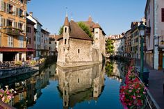 France - 10 destinations around the world where boats outnumber cars.