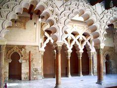 El nombre de Aljafería se documenta por primera vez en un texto de Al-Yazzar as-Saraqusti (activo entre 1085 y 1100) y otro de Ibn Idari de 1109, como derivación del prenombre de Al-Muqtadir, Abu Ya'far, y de «Ya'far», «Al-Yafariyya», que evolucionó a «Aliafaria» y de ahí a «Aljafería».