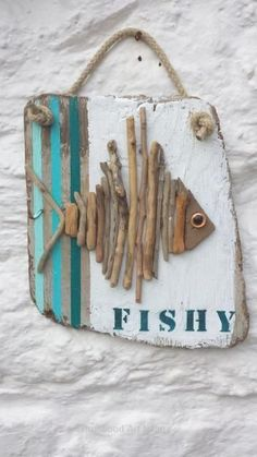 , Rustic Bedroom Ideas - 25 Rustic Bedroom Layouts plus Decoration Ideas for… - Wood DIY Ideas . , Rustic Bedroom Ideas - 25 Rustic Bedroom Layouts plus Decoration Ideas for… - Wood DIY Ideas Beach Crafts, Diy And Crafts, Arts And Crafts, Driftwood Fish, Deco Marine, Driftwood Projects, Driftwood Ideas, Shell Crafts, Fish Art