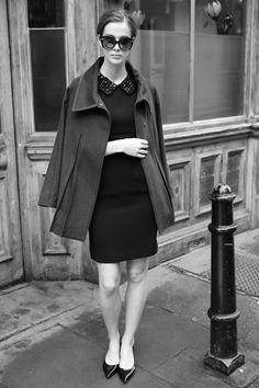 Βραδινό μαύρο φόρεμα σε πένσιλ γραμμή με γιακά κεντημένο με πέτρες  | Fever London | Phillyshop.g