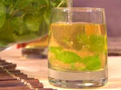 Mint Iced Tea recipe from Dave Lieberman via Food Network Green Tea Recipes, Iced Tea Recipes, Summer Recipes, Drink Recipes, Herb Recipes, Long Island Iced Tea Recipe, Mint Iced Tea, Mint Plants, Smoothie Drinks