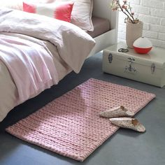 """Diano bedside rug with braided knit effect. 100% wool. A pure wool bedside rug that is soft under foot. We love the """"raw"""" and """"natural"""" effect of the braided mesh.Diano bedside rug with braided knit effect. 100% wool. Excellent quality: 100% wool, 4000 gr/m².  2 colours: ecru and grey.  Matching Diano rug available. Size of Diano pure wool bedside rug with braided knit effect. Width 60 cm. Length: 110 cm.  Care instructions: Wool bedside rugs pill naturally during the first few months. This…"""