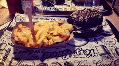 Black burger #instagood #instafood #burger #clermontstyle #231east #noircestnoir #ilnyaplusdespoir #blackedition231