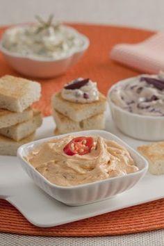 Servidos com canudinhos, torradas ou pães, os patês são uma ótima opção de entrada para qualquer ocasião. Confira nossa seleção saborosa, com pastas de queijo, ervas, grão-de-bico, tomate……