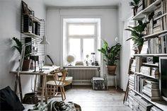 Adorable 65 Stylish Scandinavian Studios Apartment Decorating Ideas https://homeastern.com/2017/07/18/65-stylish-simple-scandinavian-studios-apartment-decor-ideas/