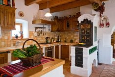 Kitchen Decor Ideas Decoration is extremely important for your home. Whether you choose the Painting Colors For Kitchen Walls or Color Ideas For Kitchen Walls, you will make the best Top Of Cabinets Decor Kitchen for your own life. Old Kitchen, Wooden Kitchen, Rustic Kitchen, Kitchen Decor, Ideas Hogar, Cabinet Decor, Kitchen Flooring, Kitchen Walls, Home Kitchens