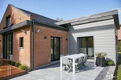 Dieses kleine Haus wurde mit gleich zwei Anbauten vergrößert und gleichzeitig moderner und freundlicher gestaltet.