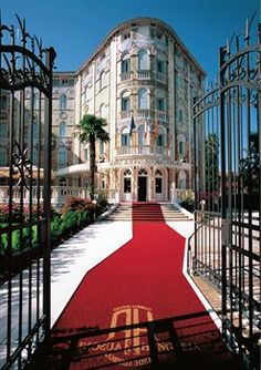 the first palace in Europe completely coated of majolica Resorts, Long Week-end, Fine Hotels, Wellness Spa, Palace Hotel, Italy Travel, Italy Trip, Places Ive Been, Europe