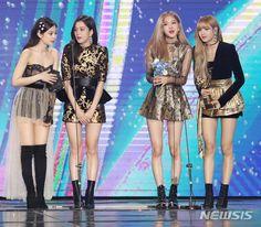 Stage Outfits, Kpop Outfits, Blackpink Fashion, Fashion Outfits, Looks Teen, Black Pink Kpop, Blackpink Photos, Blackpink Jisoo, Blackpink Jennie