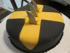 same thing with the yellow and the black and how it is sliced (see other pictures on slicing look). but on my cake on the side of the cake instead of on top 10 Birthday Cake, Superhero Birthday Party, Birthday Fun, Crazy Cakes, Fancy Cakes, Cute Cakes, Xmen, Wolverine Cake, Avenger Cake