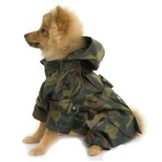 On damp and cold days, this camouflage shower proof coat will keep your dog dry from top to toe! This Puchi dog coat is both stylish and practical!Additional information and key product features:This dog coat is available in sizes S to XXL.S: 16