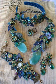 Bead Embroidery Jewelry, Beaded Embroidery, Beaded Jewelry, Seed Bead Necklace, Beaded Necklace, Necklaces, Diy Jewelry Inspiration, Lesage, Homemade Jewelry