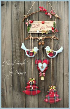 48 Amazing Hanging Ornament Ideas To Add Enliven Christmas Day - Weihnachten Christmas Makes, Noel Christmas, Homemade Christmas, Christmas 2017, Country Christmas, Felt Ornaments, Diy Christmas Ornaments, Christmas Wreaths, Hanging Ornaments
